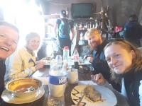 Unsere Wandergruppe beim Essen im Valle del Fuego in Cabanaconde