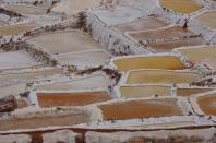 Salzfelder in unterschiedlichen Farben